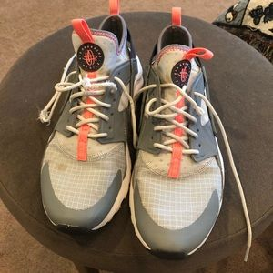Nike tennis shoes grey with coral trim